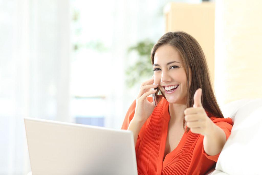 Women taking out online loans